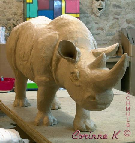 Turbo Rhinoceros et éléphants en papier mâché GS27